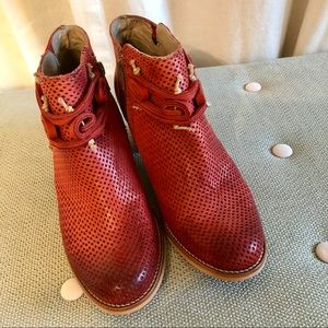 DKODE Red beauty booties